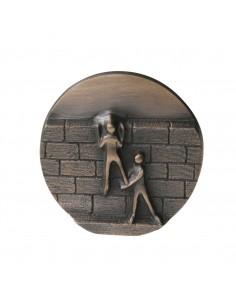 "Relief bronz ""Depasiti ziduri"